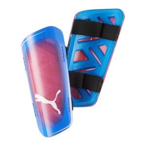 puma-ultra-light-strap-schienbeinschoner-blau-f05-030834-equipment_front.png