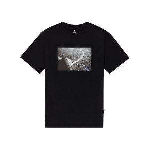 converse-court-photo-t-shirt-schwarz-f001-10021109-a01-lifestyle_front.png