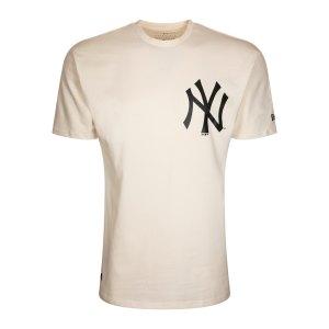 new-era-ny-yankees-oversized-big-logo-t-shirt-fsfp-12195449-lifestyle_front.png