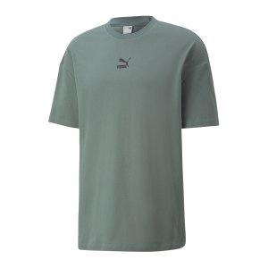 puma-classics-boxy-t-shirt-gruen-f68-532135-lifestyle_front.png