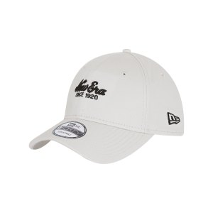 new-era-heritage-9forty-cap-beige-60112650-lifestyle_front.png