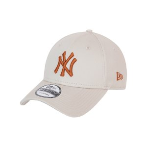 new-era-ny-yankees-essential-9forty-cap-fstntof-60137489-lifestyle_front.png