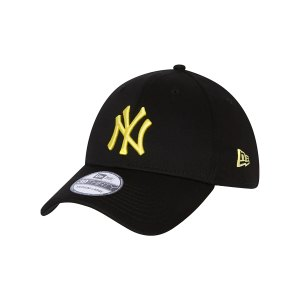 new-era-ny-yankees-essential-39thirty-cap-fblklmd-60137598-lifestyle_front.png