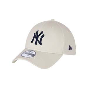 new-era-ny-yankees-essential-39thirty-cap-fstnnvy-60137599-lifestyle_front.png