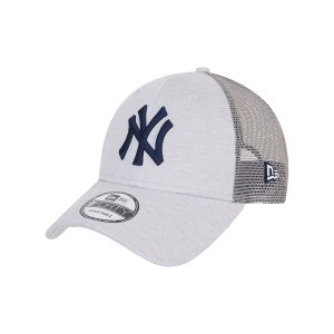 new-era-ny-yankees-9forty-trucker-cap-gruen-fsdl-60137701-lifestyle_front.png
