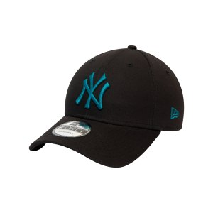 new-era-ny-yankees-essential-9forty-cap-fblk-60141833-lifestyle_front.png