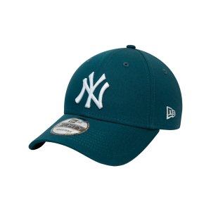 new-era-ny-yankees-essential-9forty-cap-fcdt-60141837-lifestyle_front.png