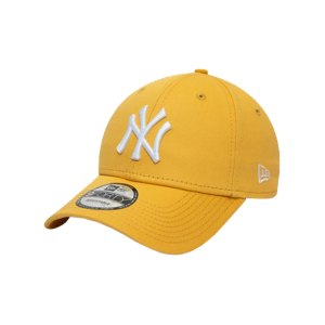 new-era-ny-yankees-essential-9forty-cap-fcsp-60141848-lifestyle_front.png