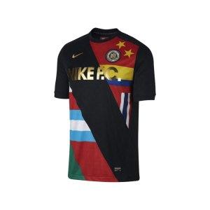 nike-f-c-t-shirt-schwarz-rot-f014-lifestyle-men-herren-freizeitbekleidung-886872.png