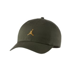 jordan-heritage-86-jumpman-floppy-kappe-f325-ar2117-lifestyle_front.png