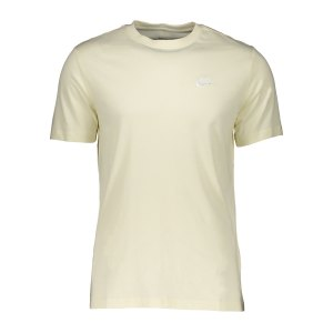 nike-club-t-shirt-beige-f113-ar4997-lifestyle_front.png
