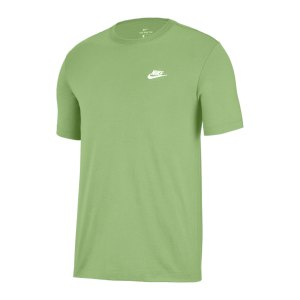 nike-club-t-shirt-gelb-weiss-f383-ar4997-lifestyle_front.png
