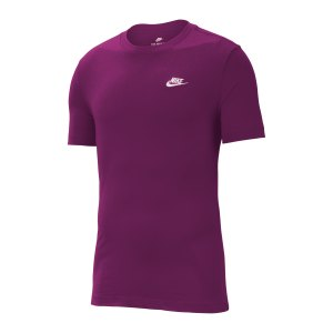 nike-club-t-shirt-lila-weiss-f503-ar4997-lifestyle_front.png
