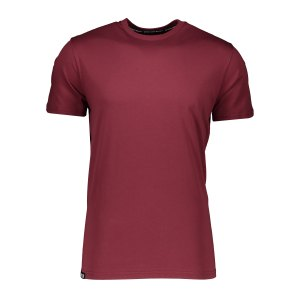 aevor-base-tee-t-shirt-rot-f50077-avr-tsm-001-lifestyle_front.png