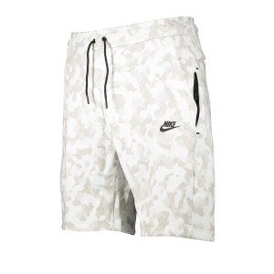 nike-aop-tech-fleece-short-weiss-f121-cj5984-lifestyle.png