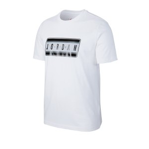 nike-sticker-crew-t-shirt-weiss-f100-cj6246-lifestyle.png