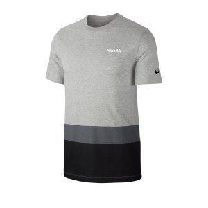 nike-air-blocked-tee-t-shirt-grau-f063-cq5138-lifestyle.png