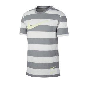 nike-swoosh-stripe-tee-t-shirt-grau-f073-cq5196-lifestyle.png