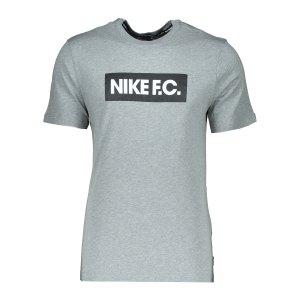 nike-f-c-tee-t-shirt-essnt-grau-f063-ct8429-lifestyle_front.png