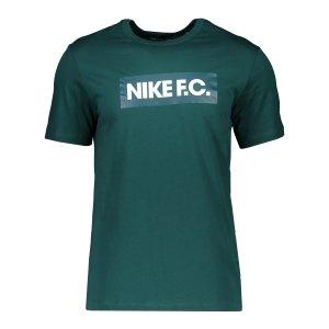 nike-f-c-tee-t-shirt-essnt-gruen-f300-ct8429-lifestyle_front.png