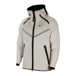 nike-tech-pack-windrunner-kapuzenjacke-f072-cu3598-lifestyle_front.png