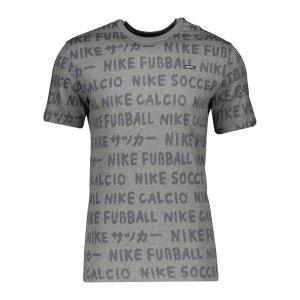 nike-f-c-aop-small-block-t-shirt-grau-f063-cu4228-lifestyle_front.png