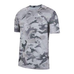nike-dry-camo-aop-t-shirt-grau-f084-cu8477-fussballtextilien_front.png