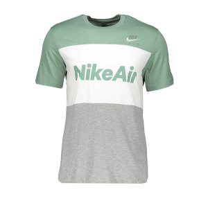 nike-air-tee-t-shirt-silber-weiss-f352-cv2210-lifestyle.png
