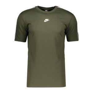 nike-repeat-t-shirt-gruen-f325-cz7825-lifestyle_front.png
