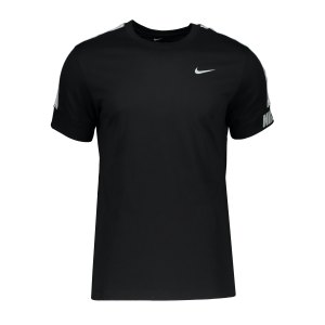nike-repeat-t-shirt-schwarz-f011-cz7829-lifestyle_front.png