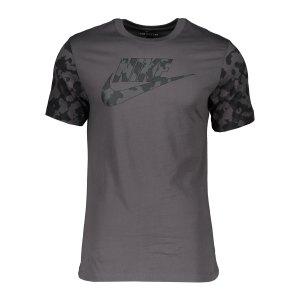 nike-classic-graphic-camo-t-shirt-grau-f068-da0325-lifestyle_front.png
