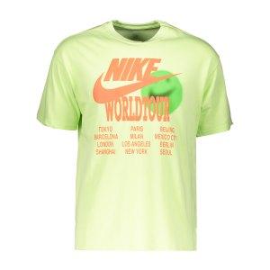 nike-graphic-world-tour-t-shirt-gruen-f383-da0937-lifestyle_front.png