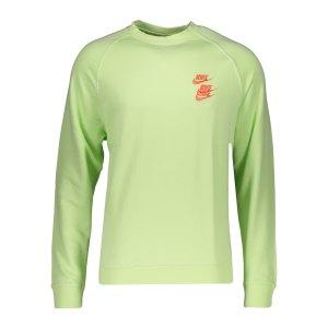 nike-world-tour-crew-sweatshirt-gruen-f383-dd0882-lifestyle_front.png
