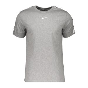 nike-repeat-t-shirt-grau-f063-dd4497-lifestyle_front.png