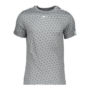 nike-repeat-print-t-shirt-grau-f073-dd4498-lifestyle_front.png
