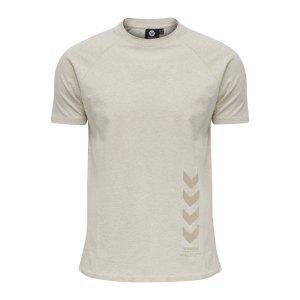 hummel-caleb-t-shirt-beige-f9081-211161-lifestyle_front.png