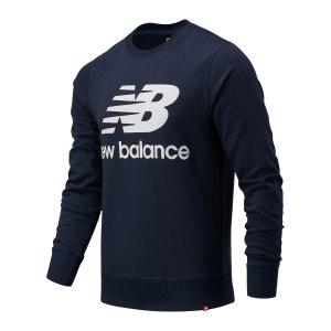 new-balance-essentials-logo-sweatshirt-blau-fecl-mt03560-lifestyle_front.png