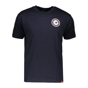 new-balance-essentials-club-t-shirt-blau-fecl-mt13535-lifestyle_front.png