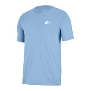 nike-club-t-shirt-blau-weiss-f436-ar4997-lifestyle_front.png