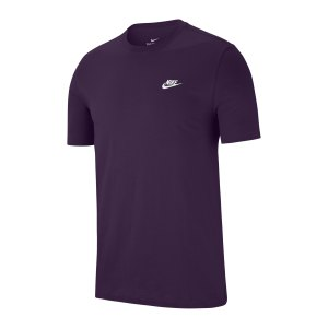 nike-club-t-shirt-lila-weiss-f525-ar4997-lifestyle_front.png