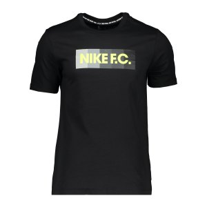 nike-f-c-essential-t-shirt-schwarz-f011-ct8429-lifestyle_front.png