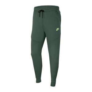 nike-tech-fleece-jogginhose-gruen-f337-cu4495-lifestyle_front.png