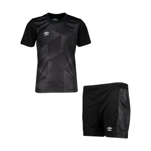 umbro-maxium-kit-set-kids-schwarz-f060-umtk0100-teamsport_front.png