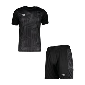 umbro-maxium-kit-set-schwarz-f060-umtm0384-teamsport_front.png